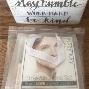 Mary Kay Makeup - NIB Mary Kay Timewise Miracle Set Oily/Combination